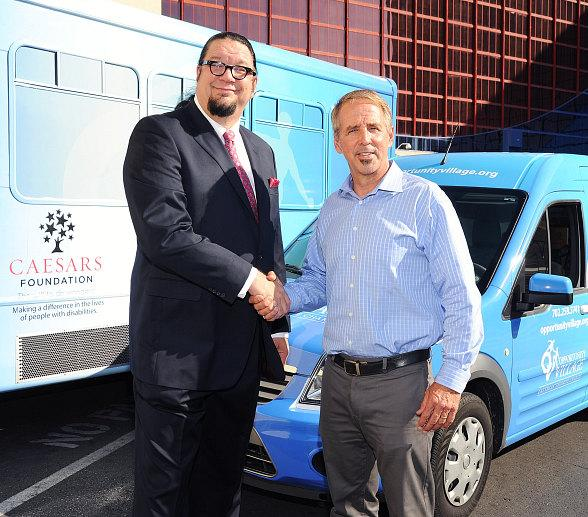 Penn Jillette with Thom Reilly, Executive Director of Caesars Foundation