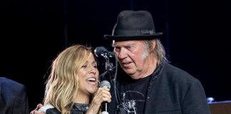 """Photo Gallery: """"Light Up The Blues"""" in LA with Neil Young, Stephen Stills, Beck, Patti Smith, Sheryl Crow and More..."""