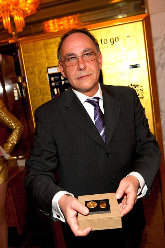 Thomas Geissler with gold in gift box