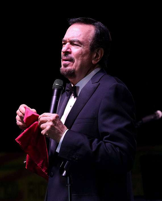 Jerry Tiffe performs at San Gennaro Feast
