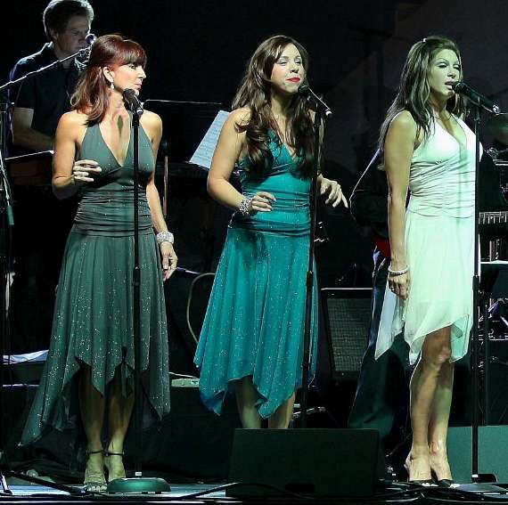Tony Sacca's featured singers