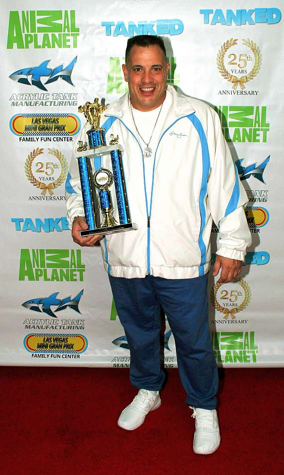 """Tanked"" star Wayde King with trophy"