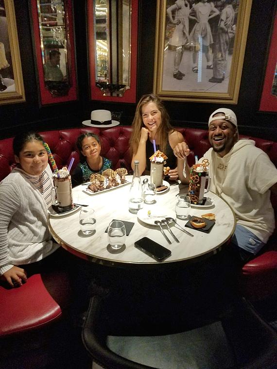 Jaleel White (Urkel) and his friends and family dine at Sugar Factory American Brasserie Las Vegas at Fashion Show