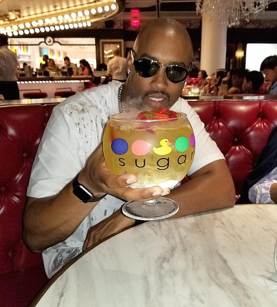 Montell Jordan Dines at Sugar Factory at Fashion Show Las Vegas