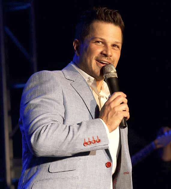 Photo Gallery: Mondays Dark Benefit for New Vista on May 7 with Mark Shunock