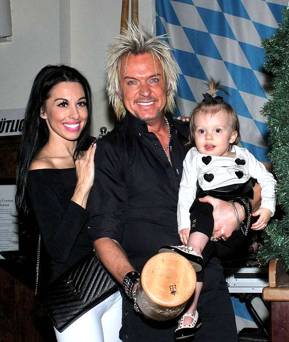 Chris Phillips of Zowie Bowie (C) with wife Jennifer Lynne Phillips and their daughter