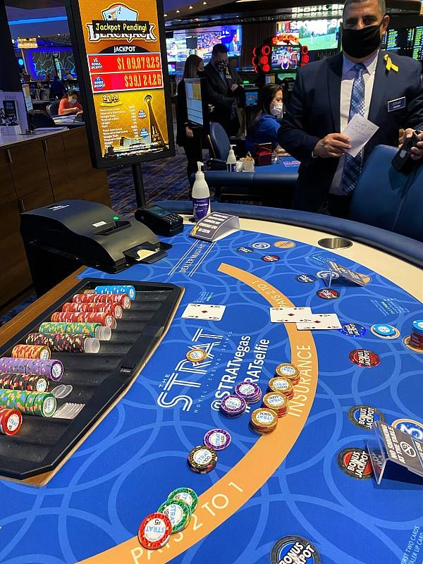 Guest Wins $149,003 on One Blackjack Hand at The STRAT Hotel, Casino & SkyPod