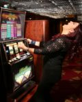Blue Eyes, Bright Lights and Vegas - The Best Makeup For Casinos