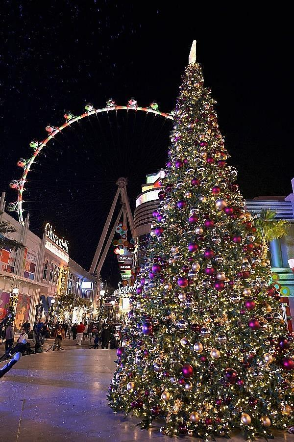 The LINQ Promenade Offers Festive Décor, High Roller Light Shows, Family Fun This Holiday Season