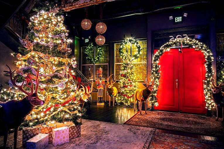 """Corner Bar Management to Deck the Halls this Holiday Season with """"Miracle on Fremont"""" Experience"""