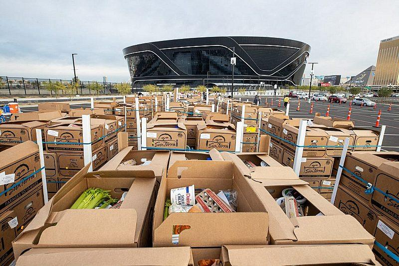Raiders Team up With Smith's Food & Drug to Provide 600 Thanksgiving Meal Boxes to Local Families