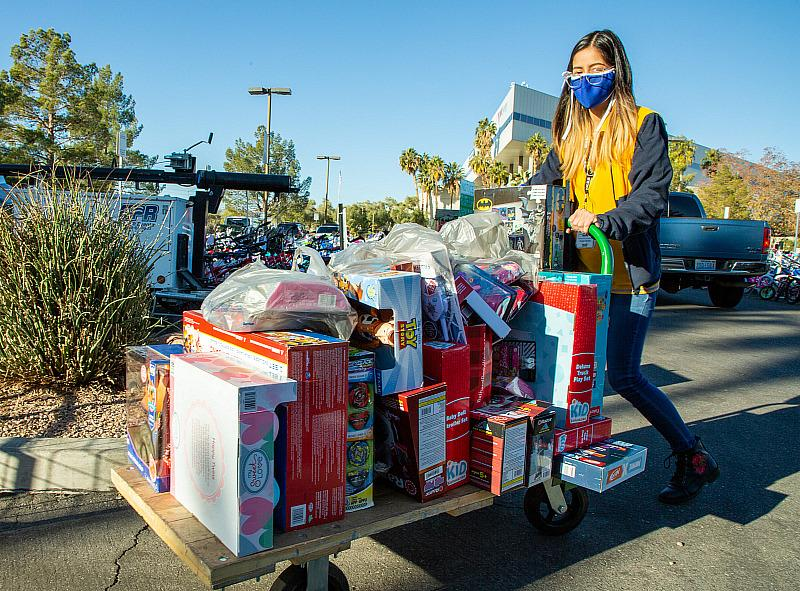 "22nd Annual ""98.5 KLUC Chet Buchanan Show Toy Drive"" Collects Outstanding Number of Donations Benefitting HELP of Southern Nevada"
