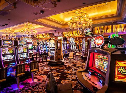 Playing Casino Games in Vegas is More Fun Than Online Casinos