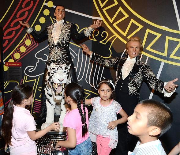 Madame Tussauds Las Vegas Hosts 100 Children for Special Day with Merlin's Magic Wand
