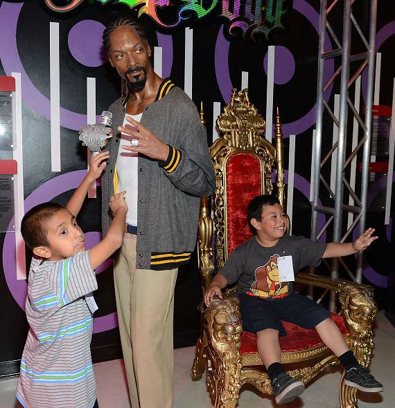 Childred pose with Snoop Dogg wax figure at Madame Tussauds Las Vegas