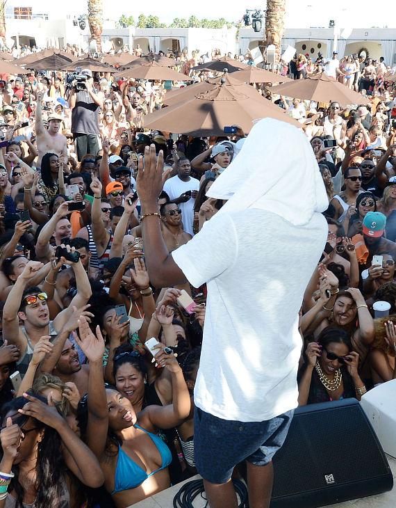 Kendrick Lamar at DAYLIGHT Beach Club at Mandalay Bay