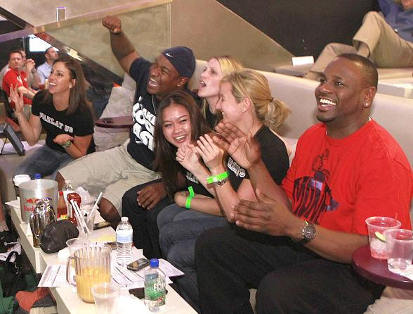 Lagasse's Stadium hosts die-hard basketball fans during NCAA Tournament
