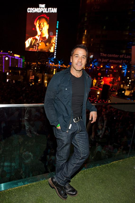 Jeremy Piven attends Mumford & Sons concert at The Boulevard Pool