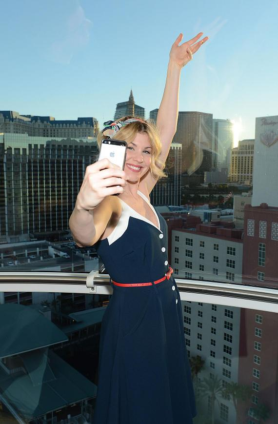 'America's Got Talent' Season 9 contestant Emily West takes a selfie on the High Roller