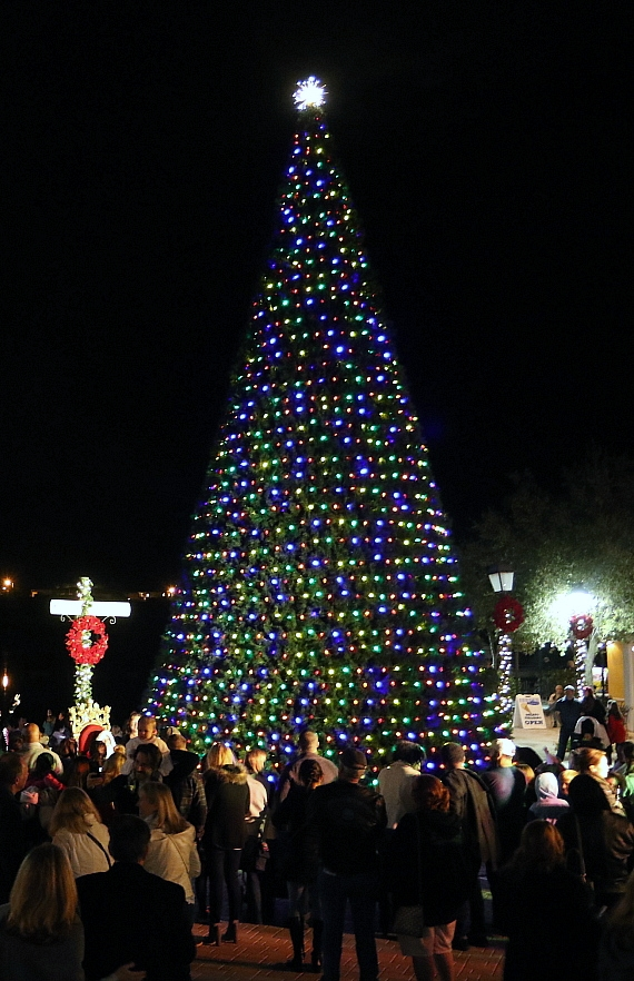 Lake Las Vegas Hosts Tree Lighting November 17