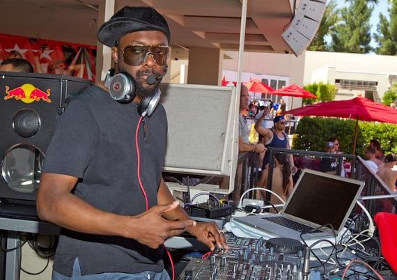 Will.i.am of Black Eyed Peas performs a DJ Set at F*** ME I'M FAMOUS at Wet Republic