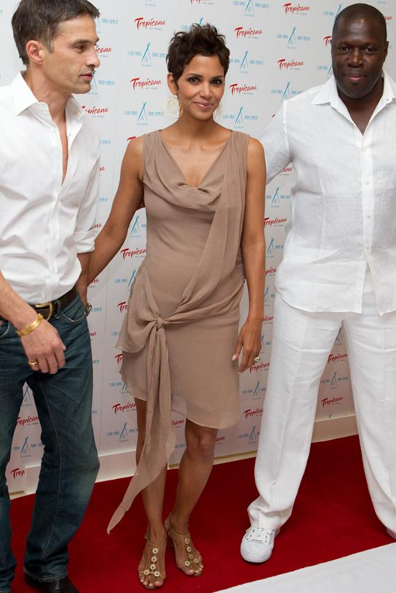 Halle Berry and boyfriend Olivier Martinez and guest at Nikki Beach in The Tropicana