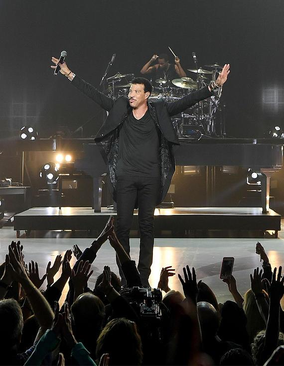"""Lionel Richie Debuts """"Lionel Richie - All The Hits"""" to Sold Out Crowd at Planet Hollywood Resort & Casino"""