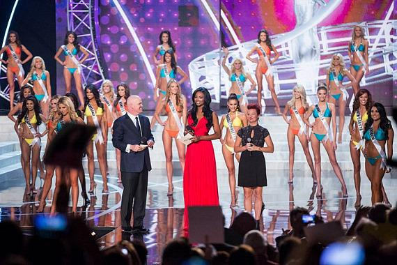 Miss Nevada in Miss USA 2013 swimsuit competition
