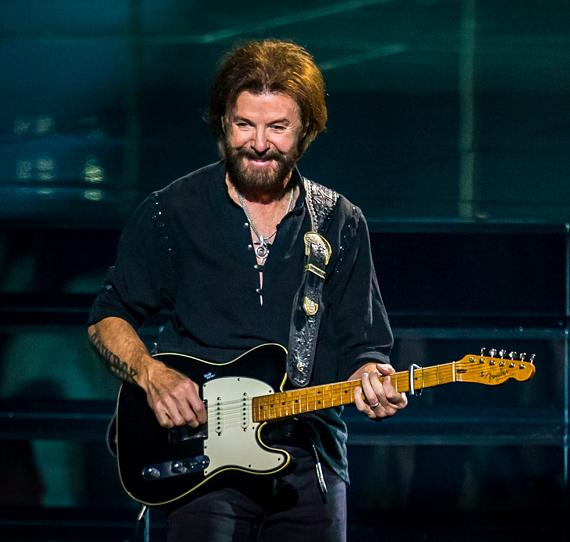 """Reba, Brooks & Dunn: Together in Vegas"" Debuts with a Sold-Out Audience at The Colosseum at Caesars Palace"