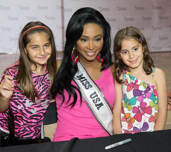 Miss USA Nana Meriwhether with fans at Chinese Laundry in Fashion Show Mall