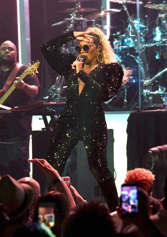 Mary J. Blige Brings the Crowd to Their Feet at the Pearl at Palms Casino Resort Las Vegas