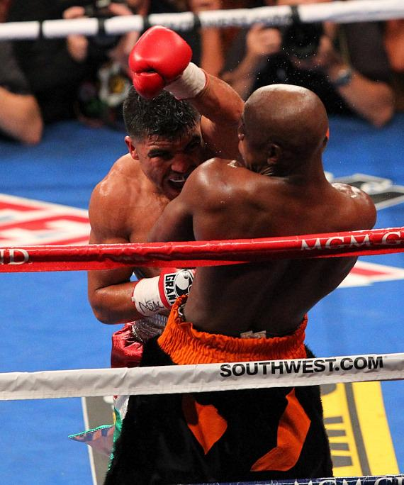 Floyd Mayweather wins by controversial KO over Victor Ortiz