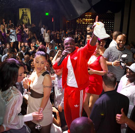 Akon performs for fans at Gallery Nightclub