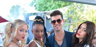 """Robin Thicke poses with """"Blurred Lines"""" dancers reminiscent to his hit music video"""
