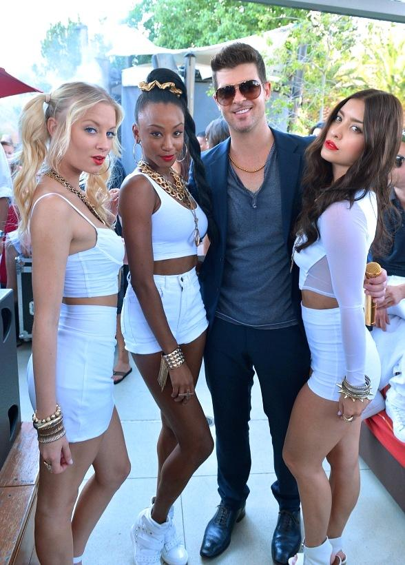 "Robin Thicke poses with ""Blurred Lines"" dancers reminiscent to his hit music video"