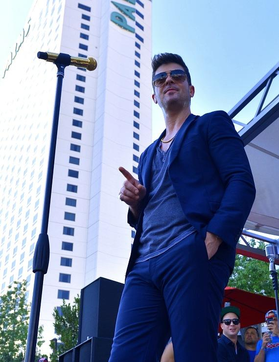 Robin Thicke performs for admiring fans at Palms Pool
