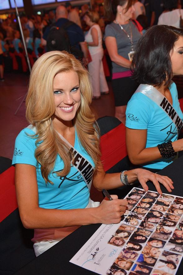 Miss Nevada Chelsea Caswell signs autographs at the D Las Vegas