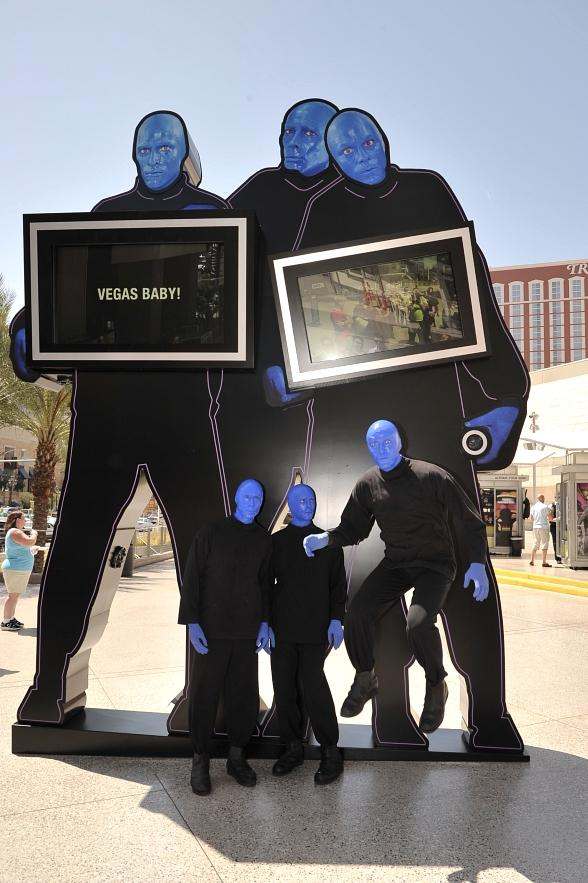 Blue Man Group Unveils Interactive Statue at Fashion Show Mall