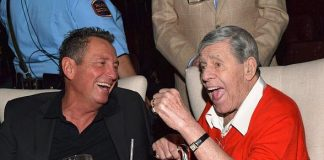 """Jerry Lewis visits """"FRANK - The Man. The Music."""" at The Palazzo Las Vegas"""