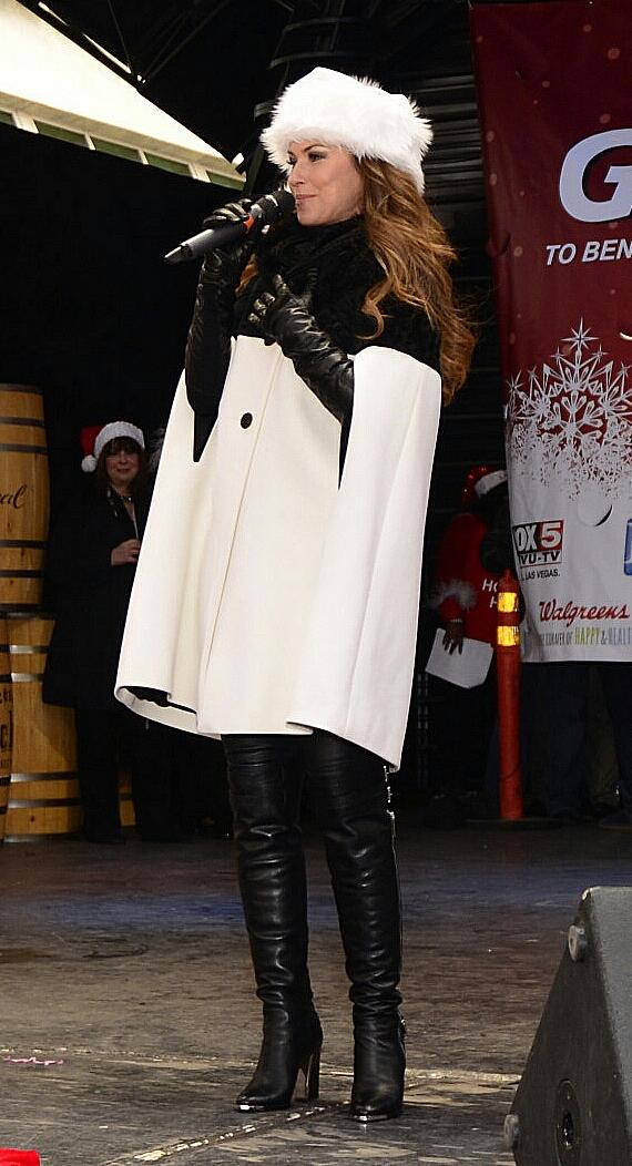 Grand Marshall Shania Twain talks to crowd