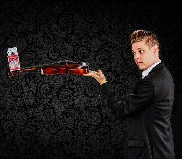 """Chris Funk from """"FOOL US"""" and """"America's Got Talent"""" guest stars in """"MURRAY 'Celebrity Magician'"""" this week at Planet Hollywood"""