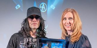 Criss Angel Awards Stephanie Driscoll with Criss Angel Magic Wand Award, Dec. 21