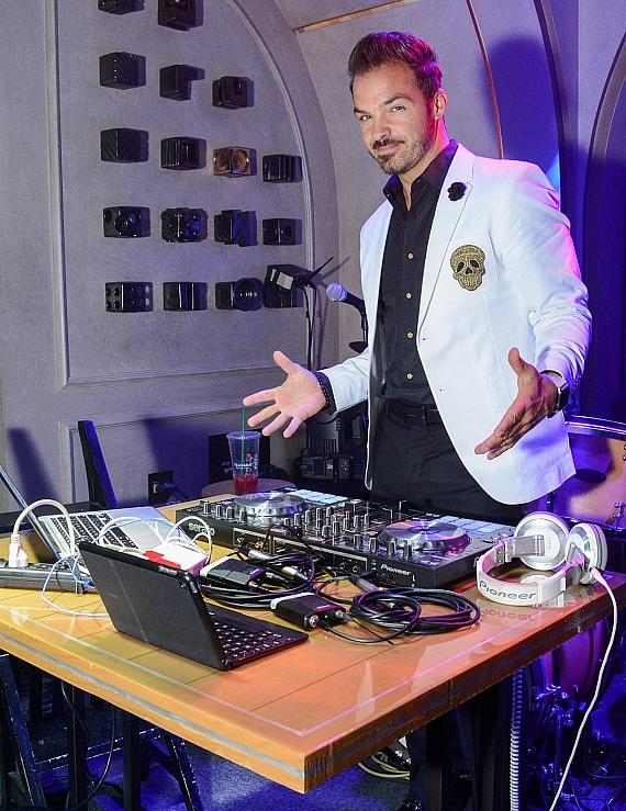 DJ Cory LIVE! Spinning Music For Guests