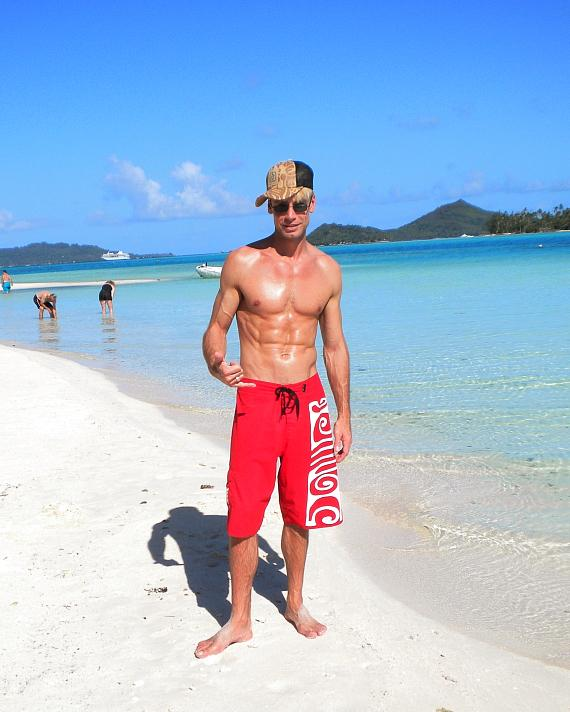 MURRAY on the beach of Tahitian Island