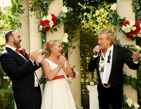 Sir Rod Stewart Surprises Wedding Couple at Caesars Palace Las Vegas in the Wake of Thomas Cook Bankruptcy