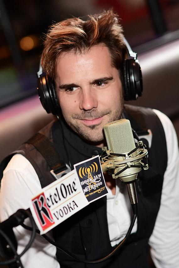 """Illusionist Jan Rouven Goes """"On Air with Robert & CC"""" at PBR Rock Bar in Las Vegas"""