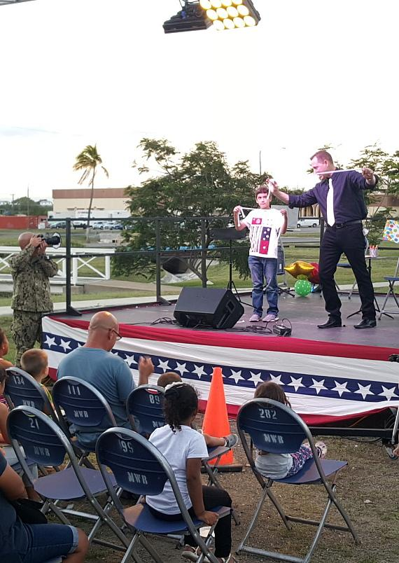 """22 Year Army Veteran 'David Chandler' to Guest Star in """"Murray the Magician"""" Show at Planet Hollywood This Week"""