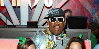 Dennis Rodman with cocktail waitresses at Tabú Ultra Lounge