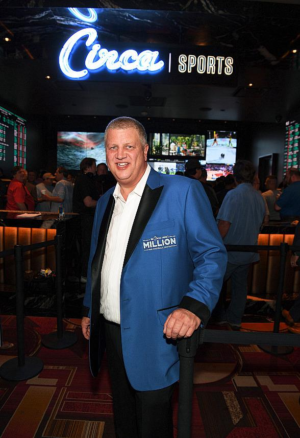 "Las Vegas CEO Derek Stevens Offering 1,000 Free Flights to the City With ""Keep America Flying"" Promotion"