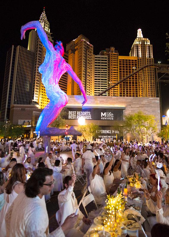 More than 1,000 Guests on The Strip Celebrate the first Dîner en Blanc Las Vegas at The Park